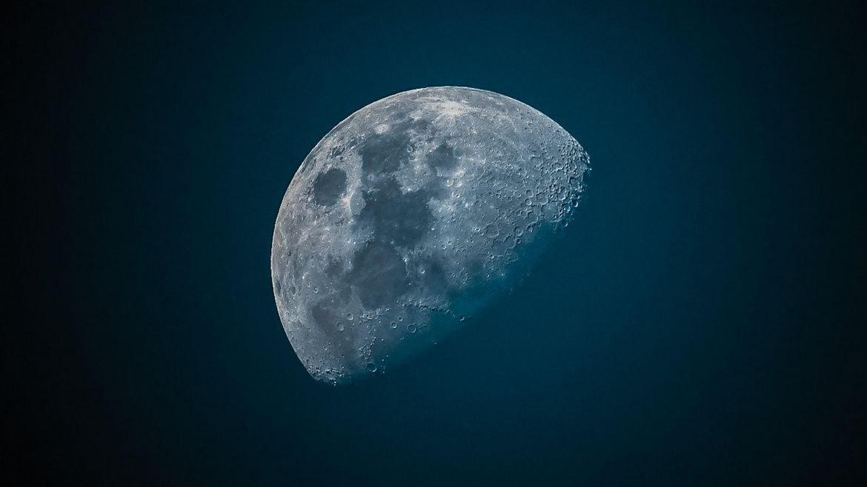 One giant leap for mankind: il viaggio sulla luna in inglese americano